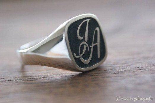 Zilveren ring graveren monogram